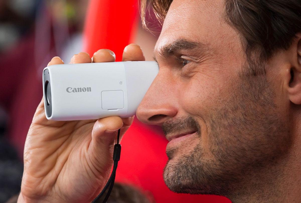 Le Canon Powershot Zoom a un look assez unique