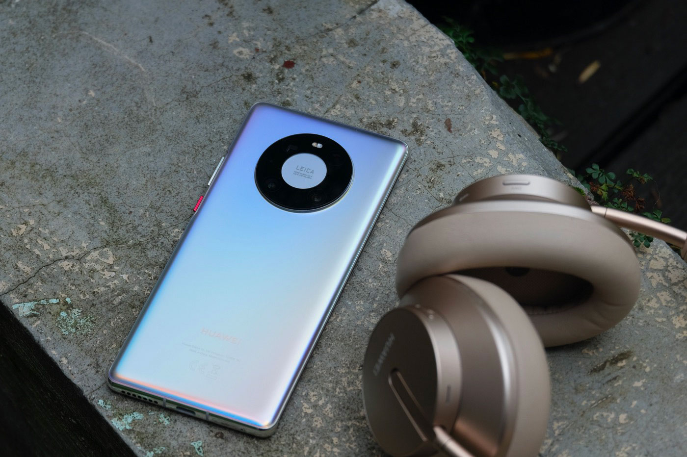 Le Huawei Mate 40 Pro a un look très moderne