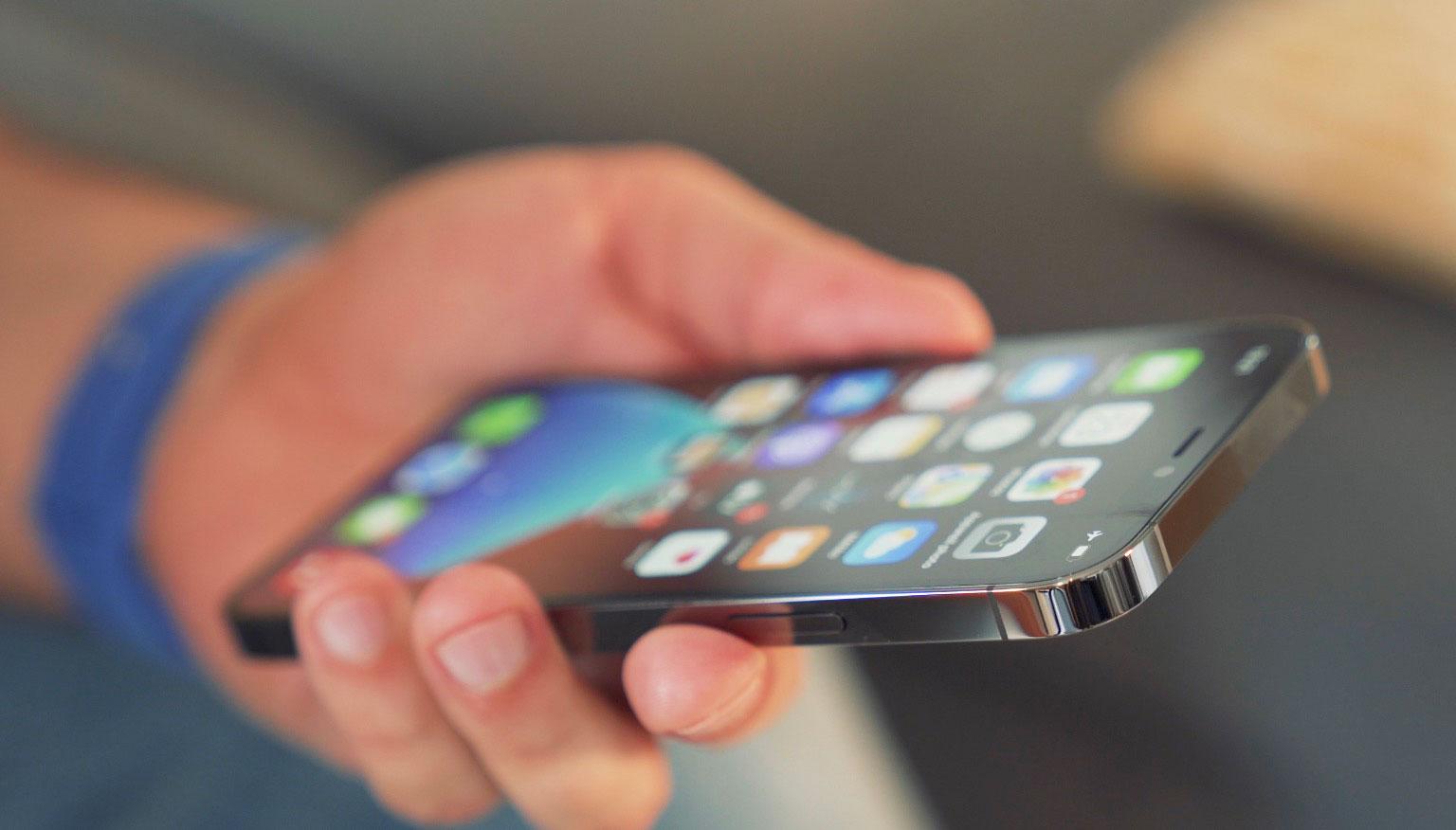 L'iPhone 12 Pro ne ressemble pas tout à fait à son prédécesseur