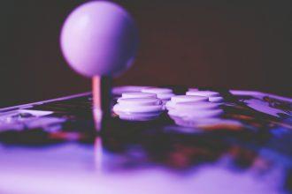 Le joystick d'une salle d'arcade