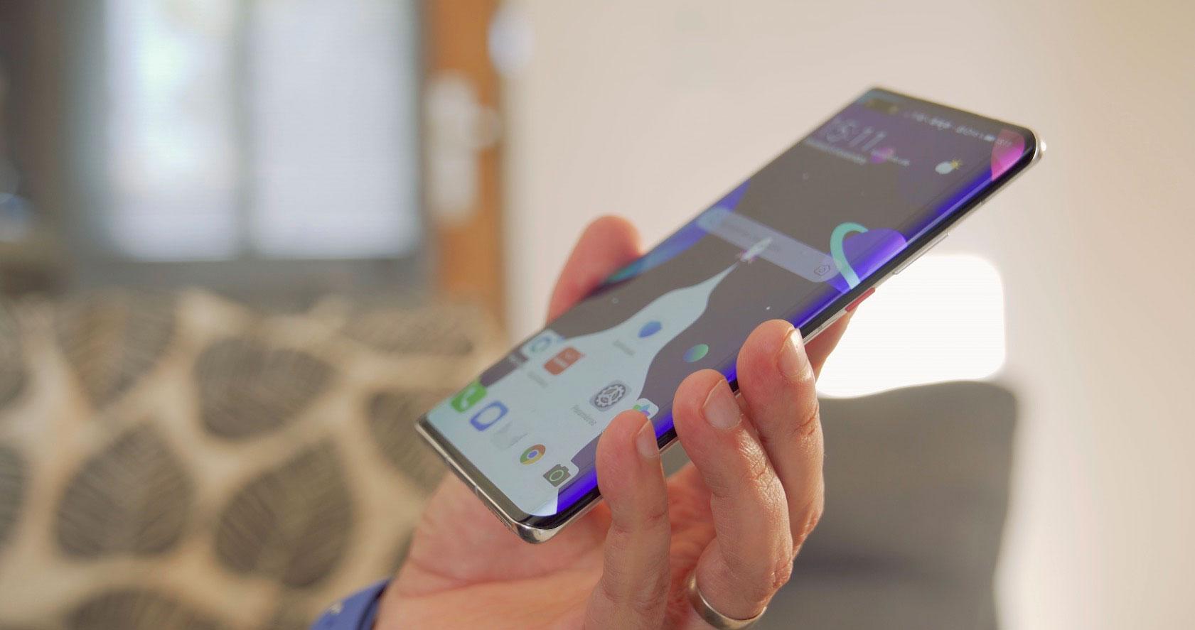 Le téléphone est bien équilibré, ce qui le rend du même coup très confortable en main