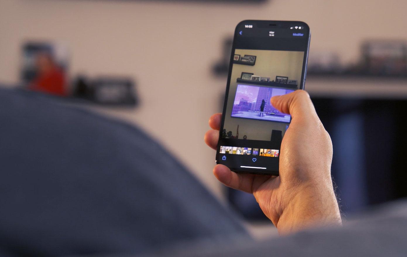 L'iPhone 12 Pro Max se prête bien à la consultation de contenus multimédias