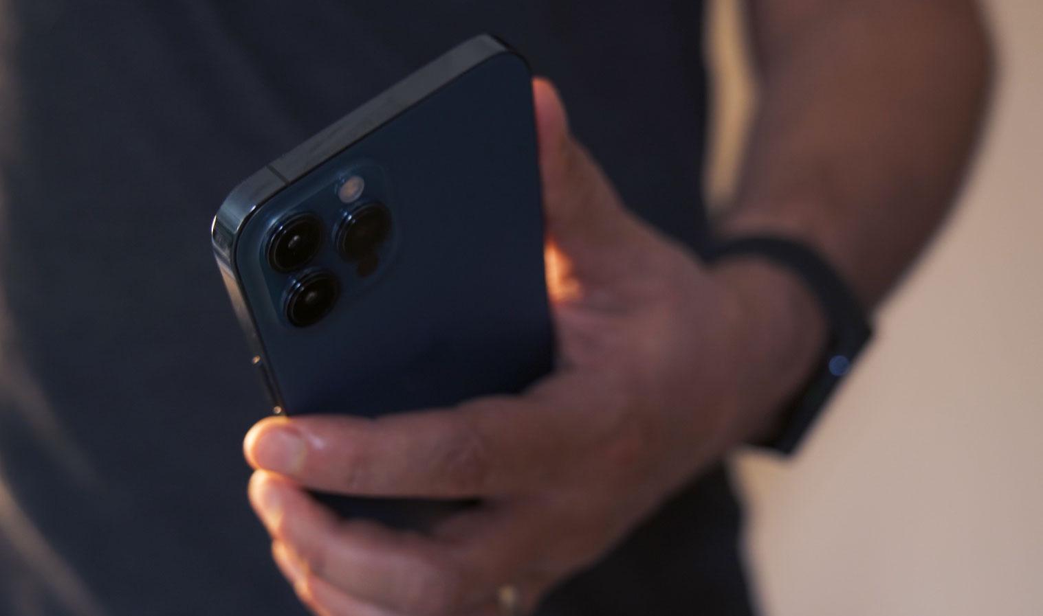 Le module photo est immense, bien plus grand que celui de l'iPhone 11 Pro Max