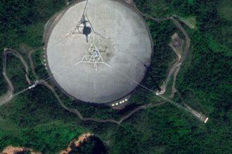 Le radiotélescope d'Arecibo - crédits Google Maps
