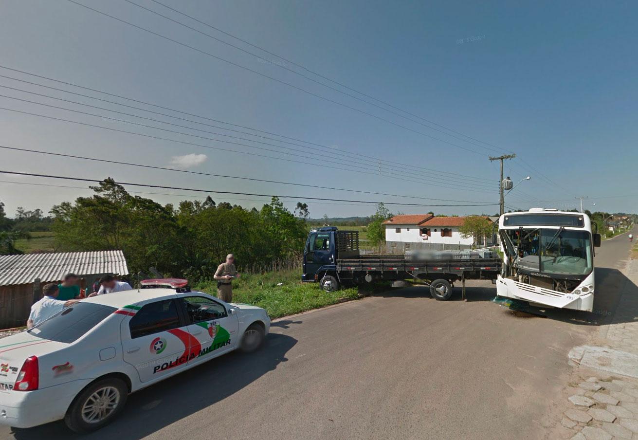 Bus vs camion, la question elle est vite répondue