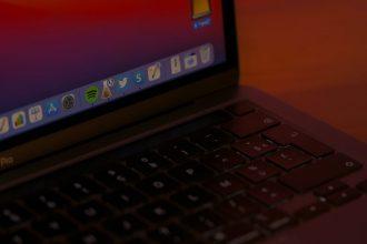 Une photo de l'écran du MacBook Pro M1