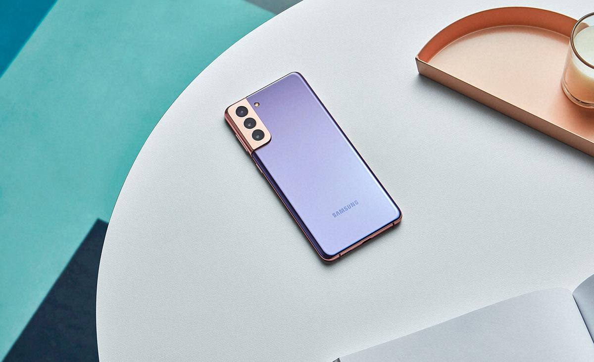 Le Galaxy S21 se déclinera même en version bicolore - crédits Samsung