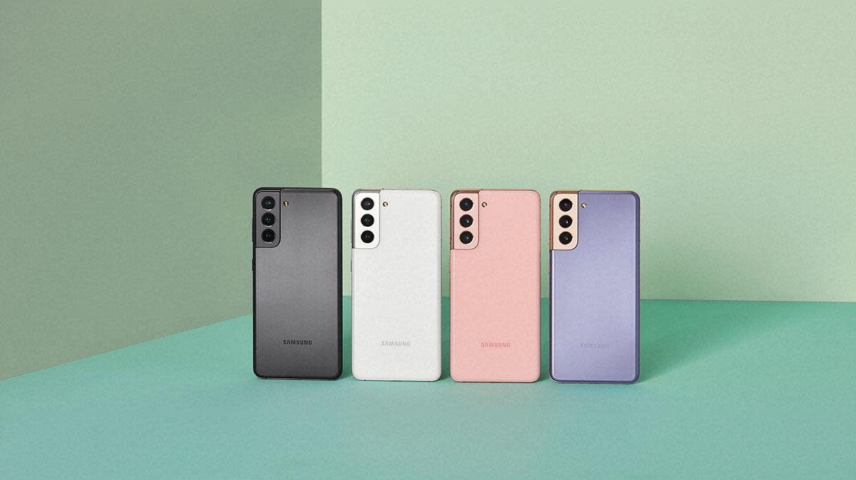 Le Galaxy S21 est compact et il tient bien en main - crédits Samsung