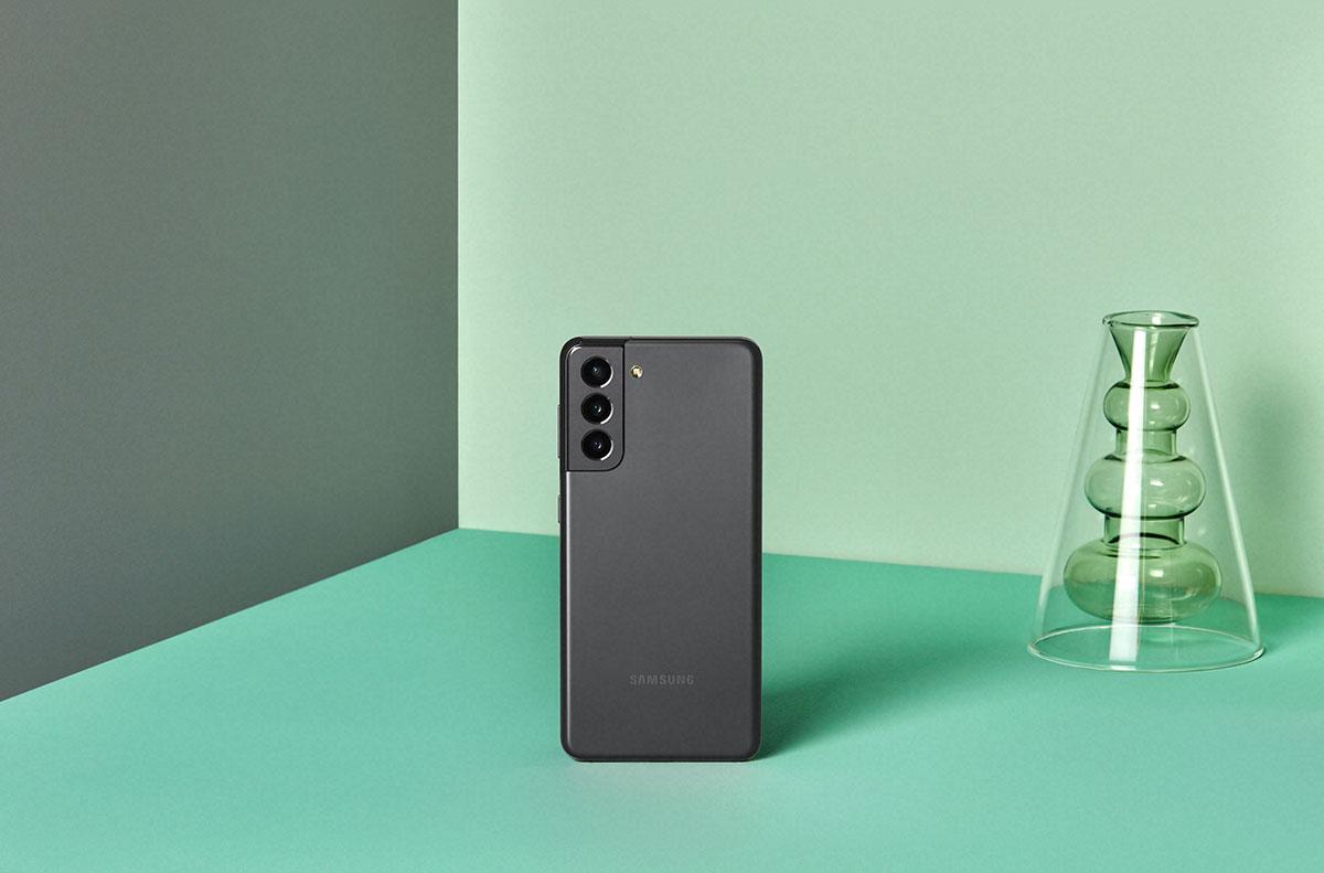 Le Galaxy S21 en version noire - crédits Samsung