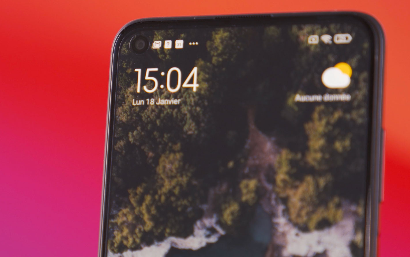 Xiaomi a eu le nez creux de placer le poinçon à cet endroit, il disparaître en effet lorsque nous tiendrons le téléphone couché
