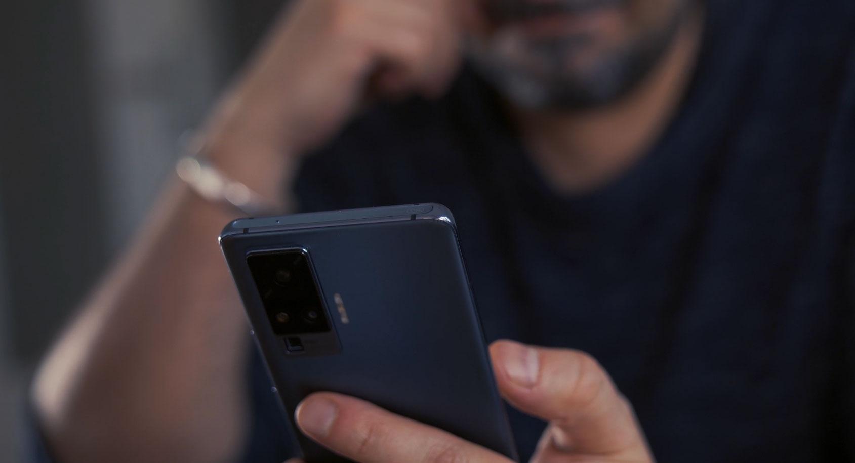 Le Vivo X51 5G est très confortable en main