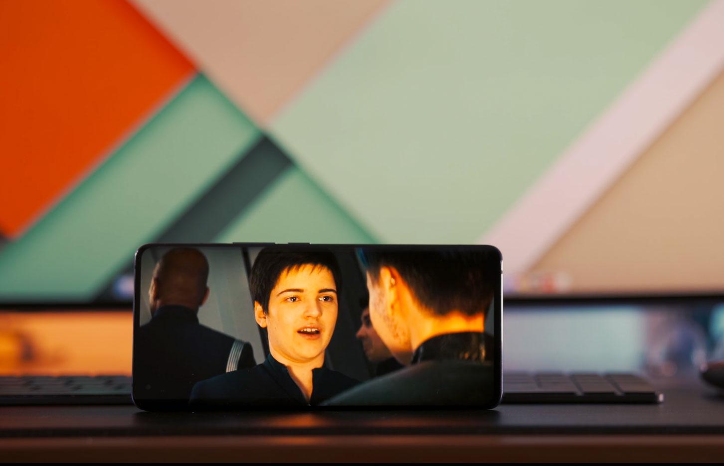 Regarder des séries sur le Vivo X51 5G est un véritable régal