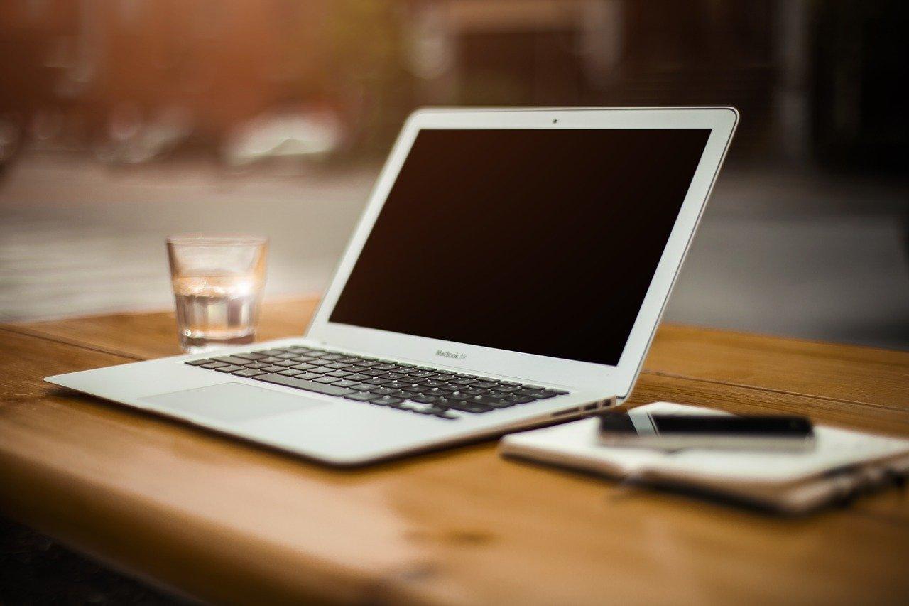 Faut-il laisser son ordinateur portable branché en permanence ?