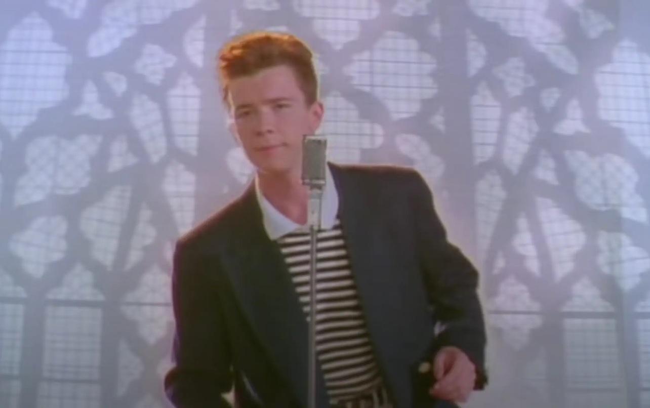 Rick Astley dans le clip de Never Gonna Give You Up