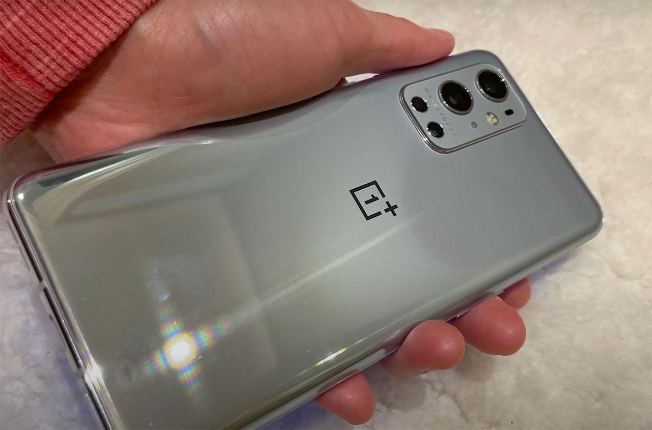 Le dos du OnePlus 9 Pro devrait ressembler à ça - capture YouTube