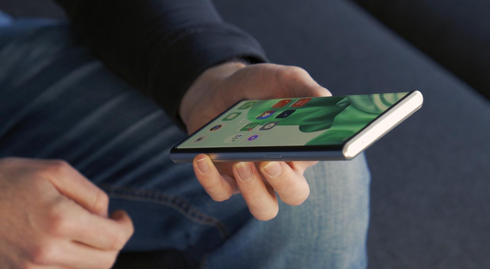 Le Oppo X 2021 ressemble à n'importe quel smartphone, et c'est une force