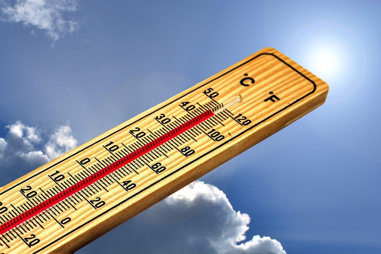 Un thermomètre indiquant une température élevée