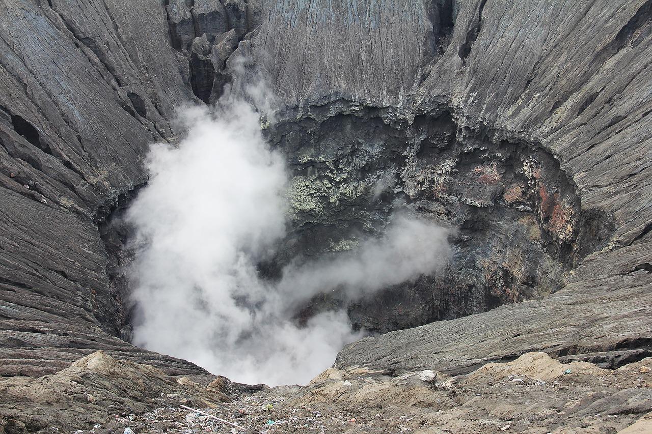 Un cratère fumant
