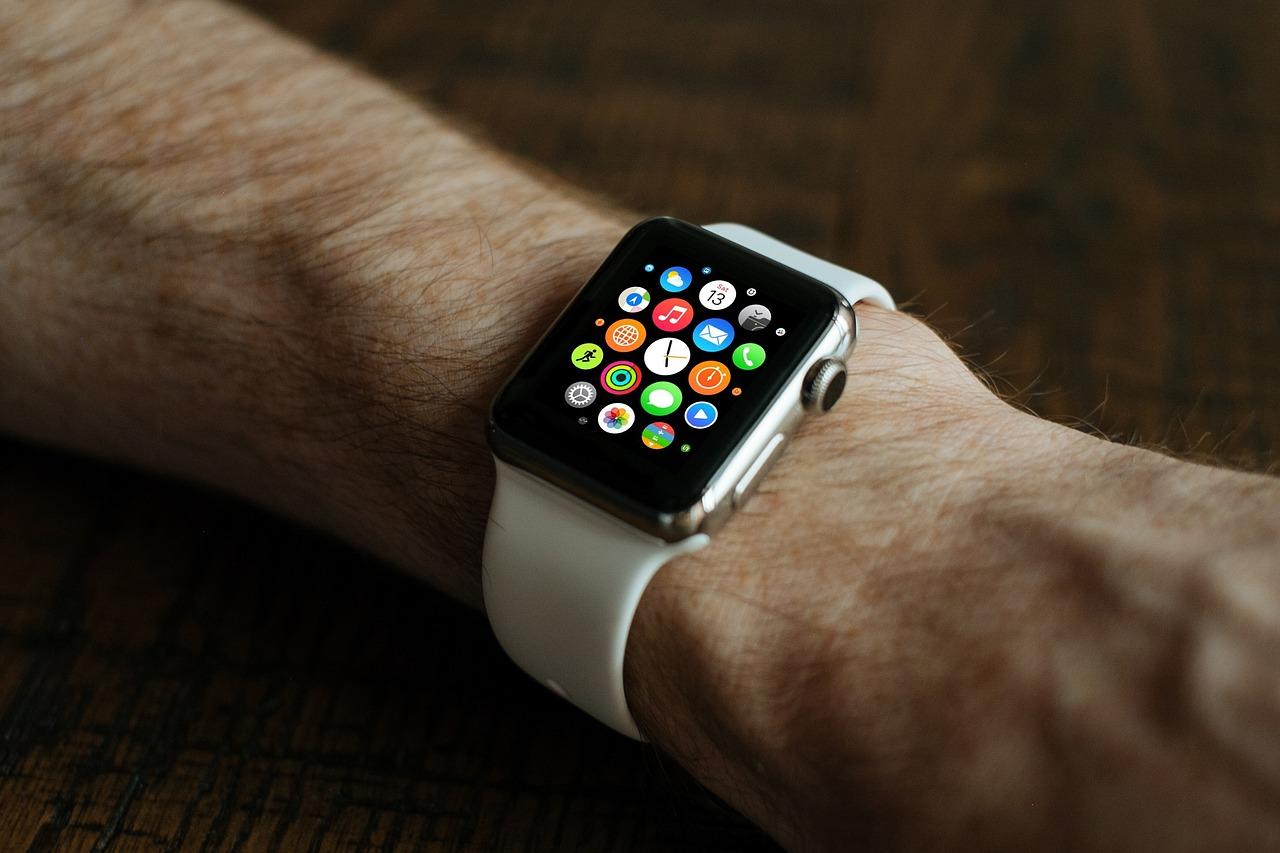 Une Apple Watch et ses applications