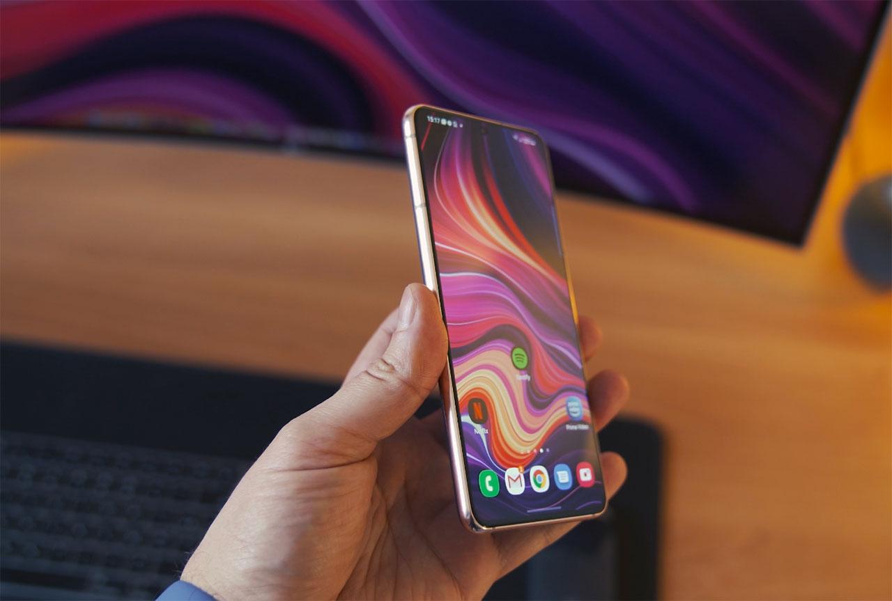 Le Galaxy S21 est un régal en main