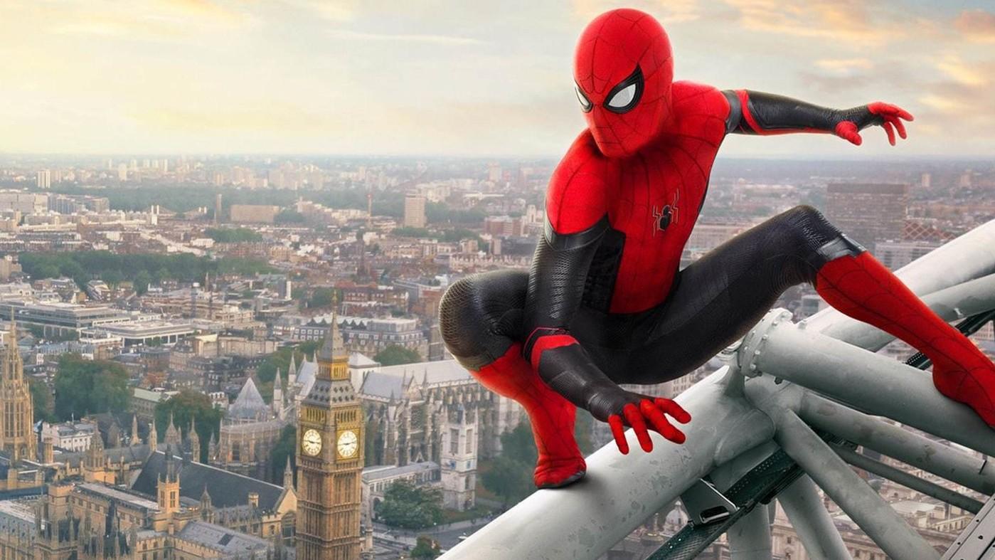 Spider-Man au sommet d'un immeuble