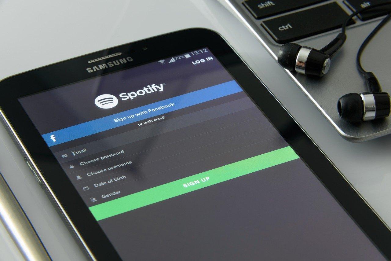 Une photo de Spotify sur une tablette Samsung