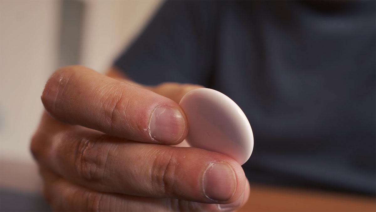 L'AirTag prend la forme d'un petit macaron