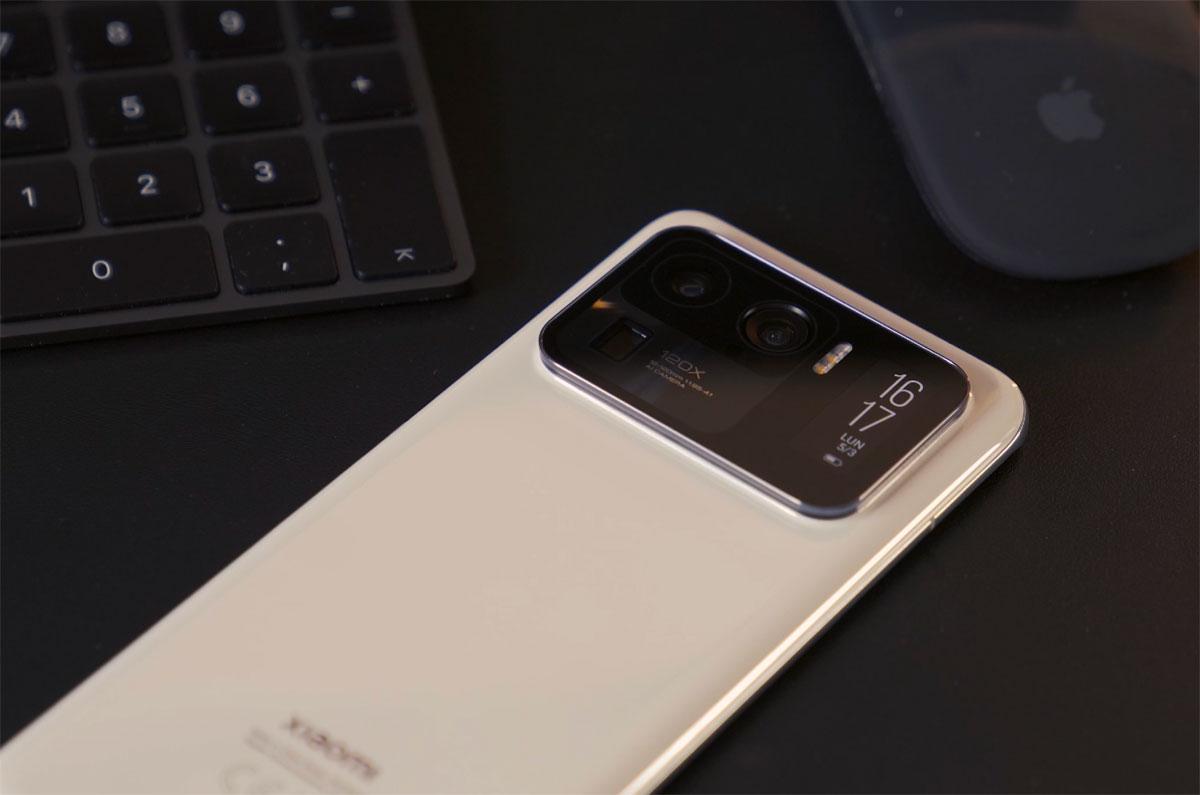 Le Xiaomi Mi 11 Ultra ne passe pas inaperçu, mais cela fait partie de son charme