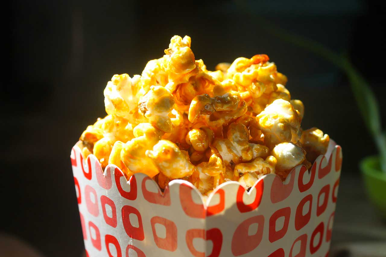 Un bol de popcorn, l'allié des soirées ciné
