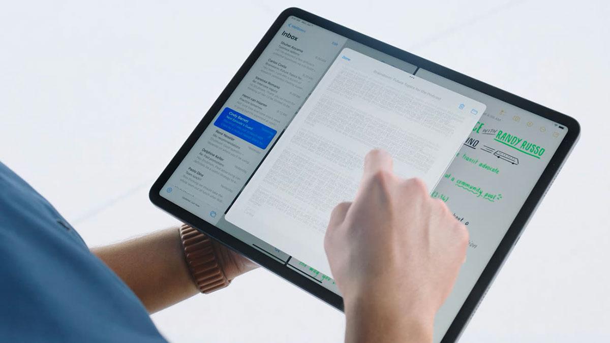 Un iPad Pro en main