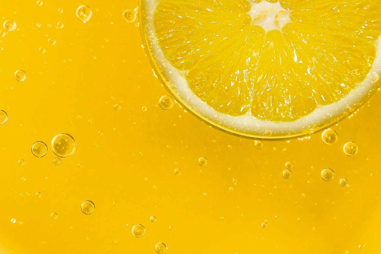 La photo d'un citron coupé en deux