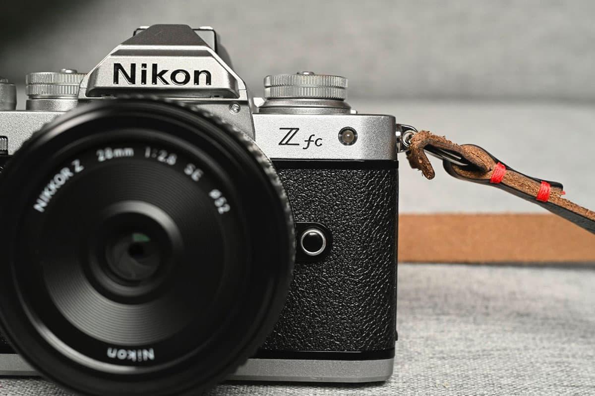 Le Nikon Z fc, un boîtier qui va rappeler de bons souvenirs aux amateurs de l'argentique