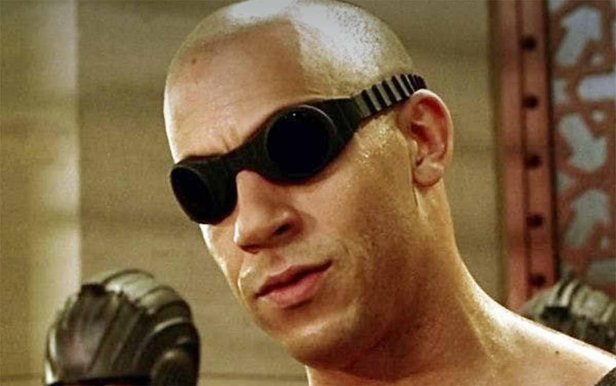 Vin Diesel incarnant le personnage de Riddick