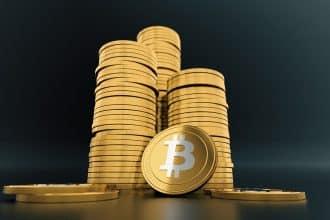 Un tas de pièces symbolisant des bitcoins