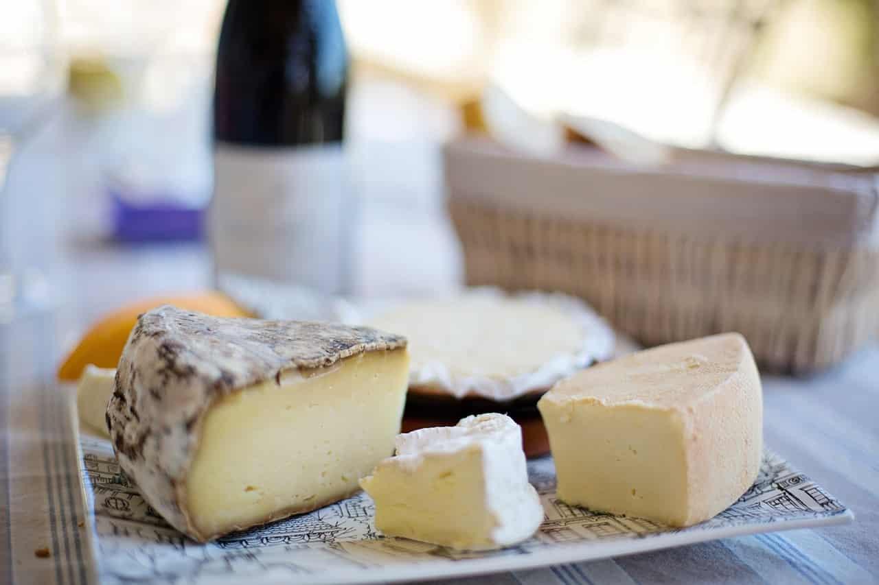 Une plateau de fromage