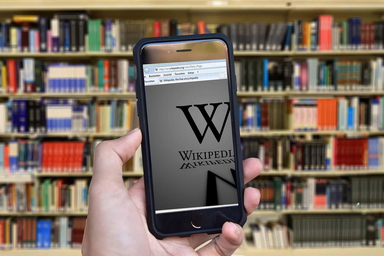 Wikipédia sur un smartphone