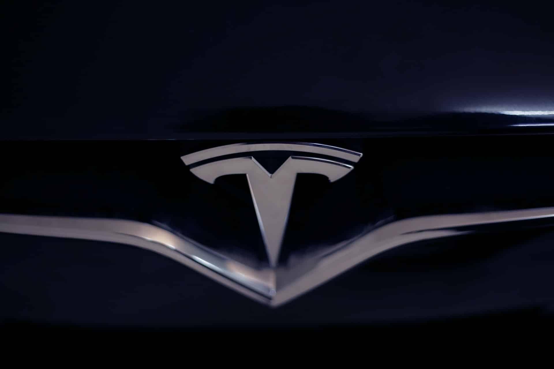 Le capot d'une Tesla