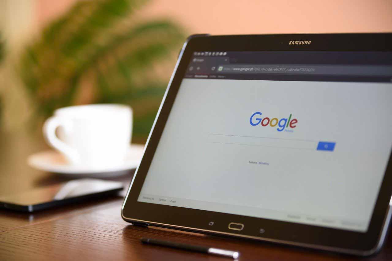 Google, le moteur de recherche, sur une machine hybride
