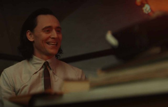 Loki face à Miss Minutes