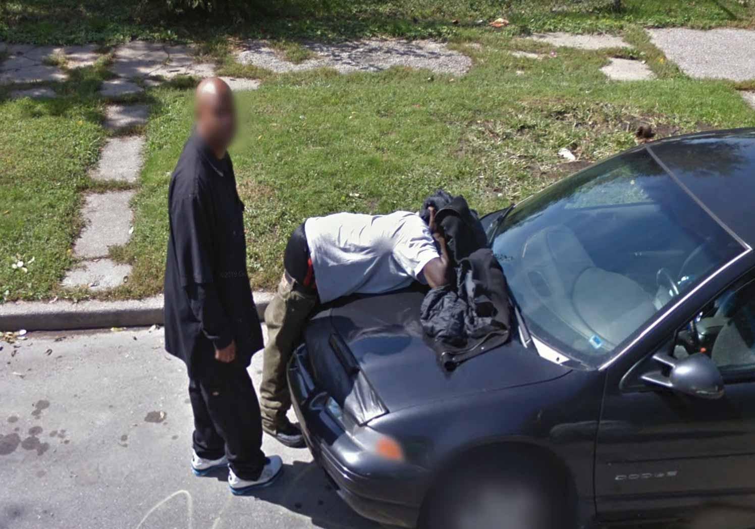 Drôle de scène capturée par les caméras de Google Maps