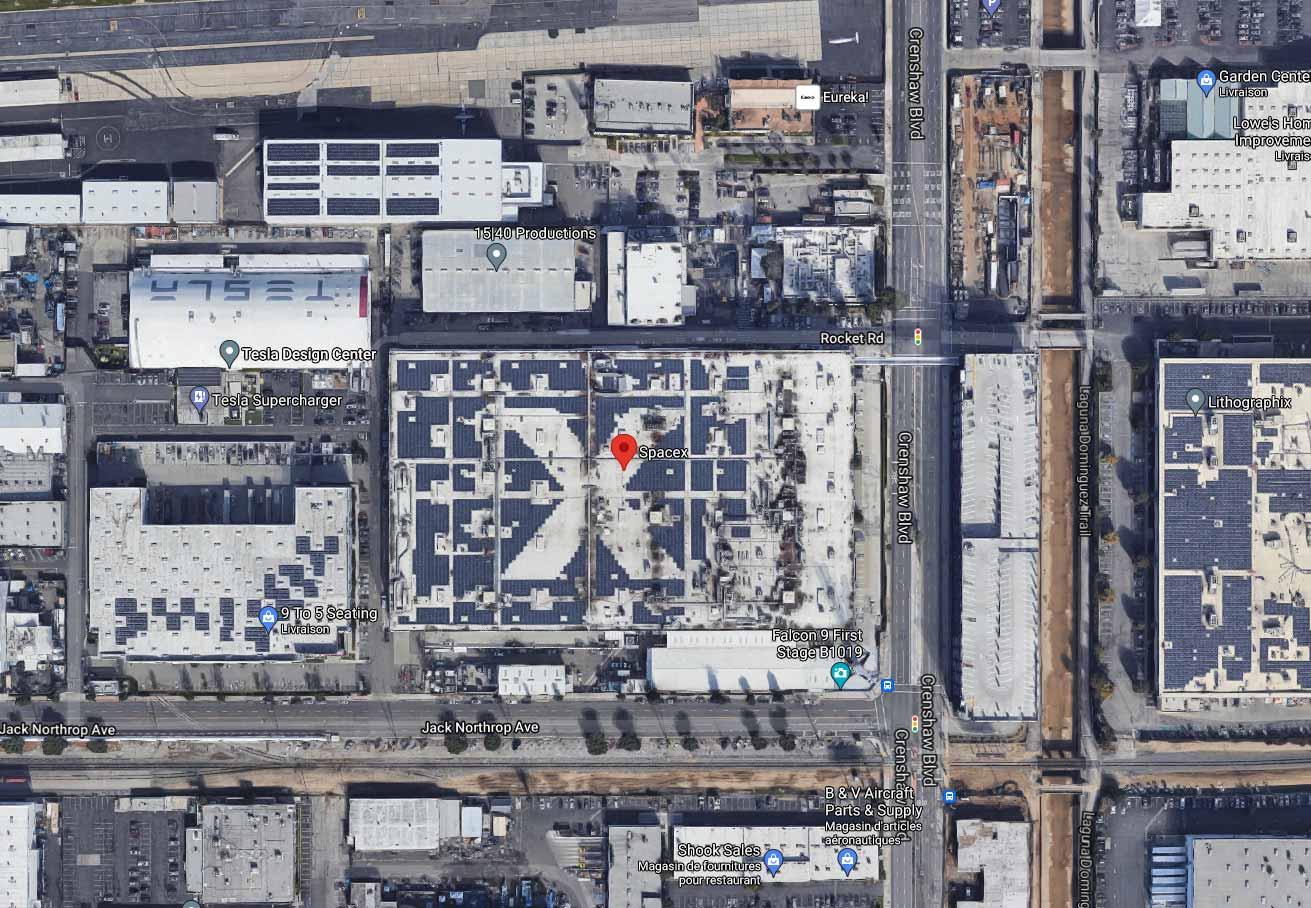 """Il y a un """"X"""" caché sur le toit du bâtiment de SpaceX"""