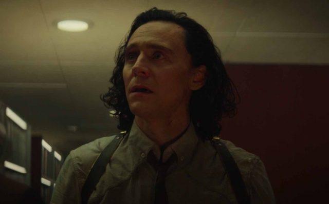 Même Loki est surpris en voyant la statue de Kang
