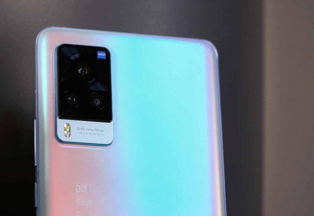 Une vue rapprochée du module photo du Vivo X60 Pro