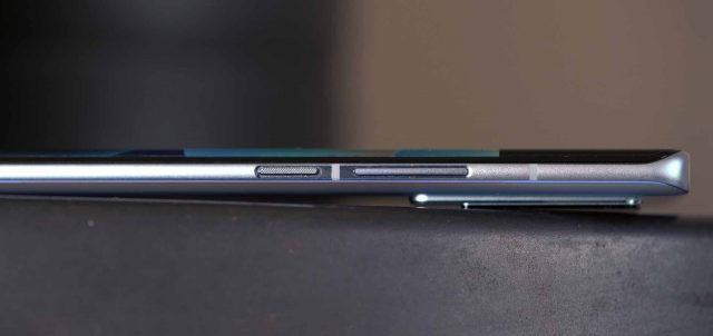 Les boutons du Vivo X60 Pro se trouvent tous sur la même tranche