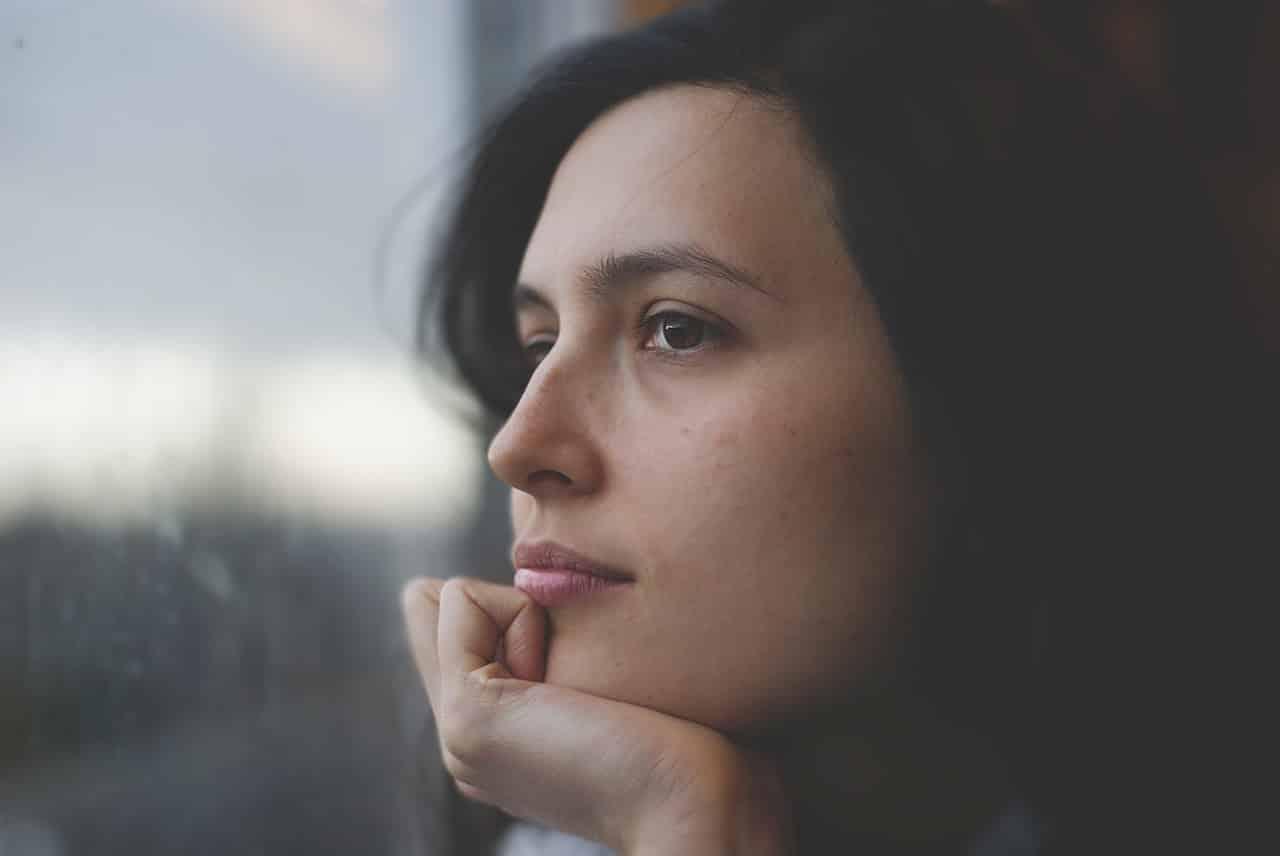 Une femme pensive