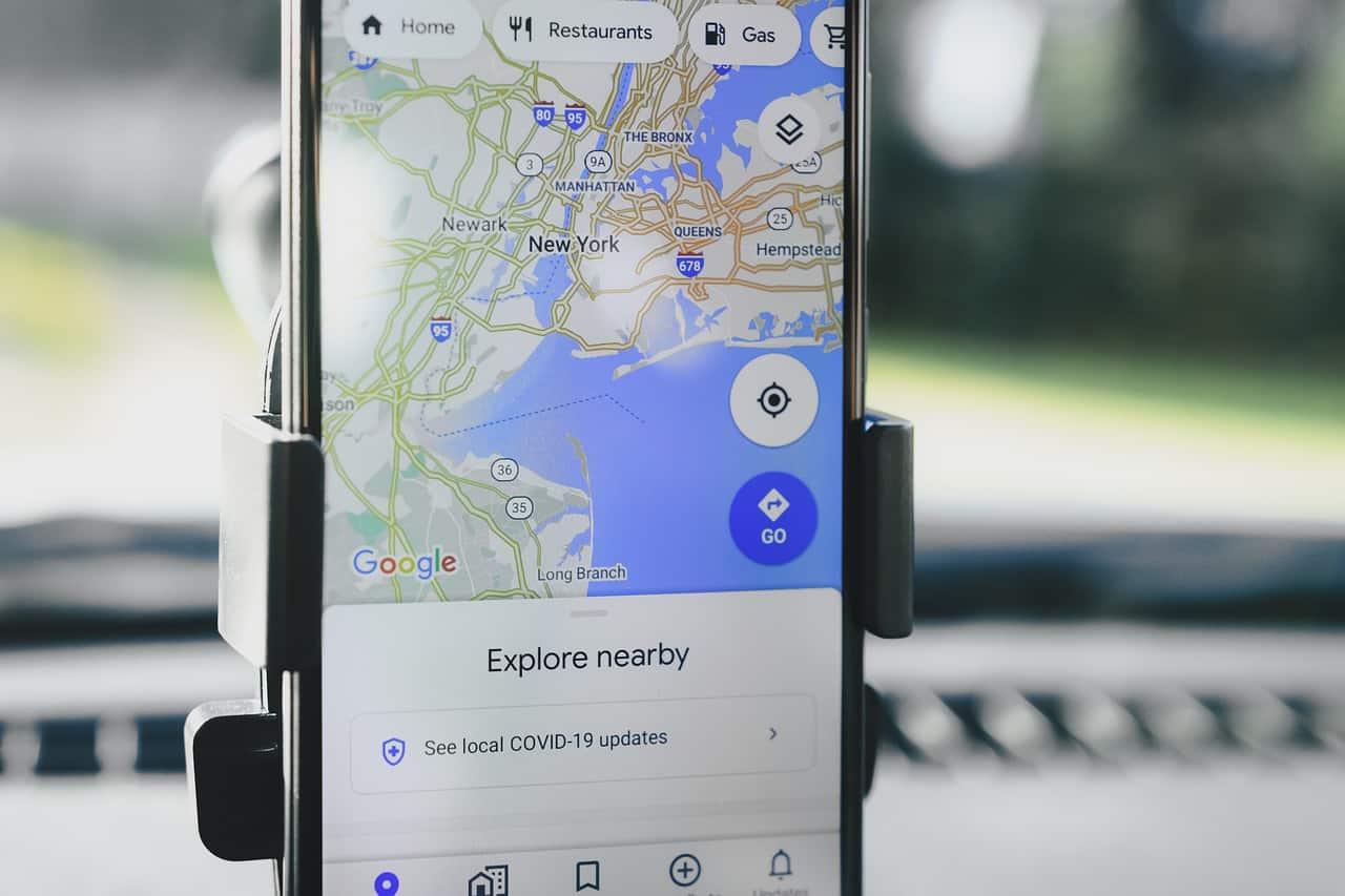 Google Maps sur un smartphone, utilisé comme GPS