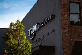 La photo d'un entrepôt Amazon
