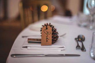 Le nom de la mariée sur une table