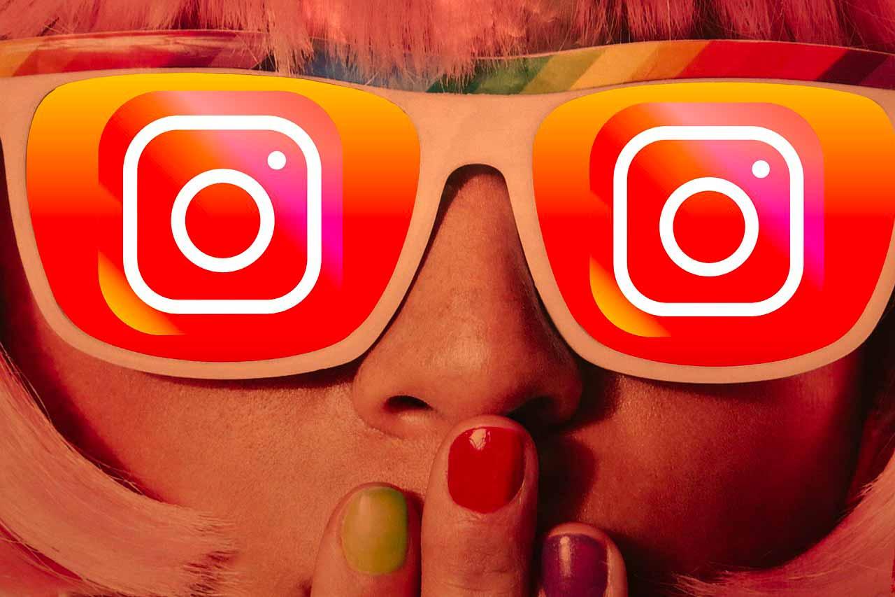 Une jeune fille portant des lunettes Instagram