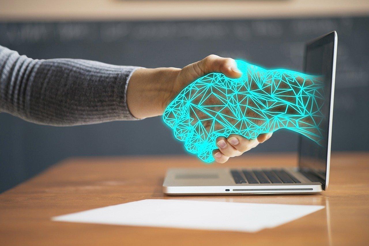 Une image symbolisant l'union d'un être humain et d'une IA